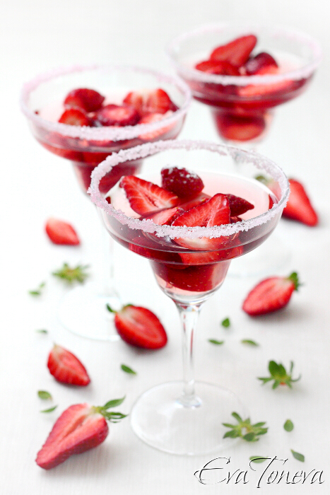Strawberries_in_rose_wine