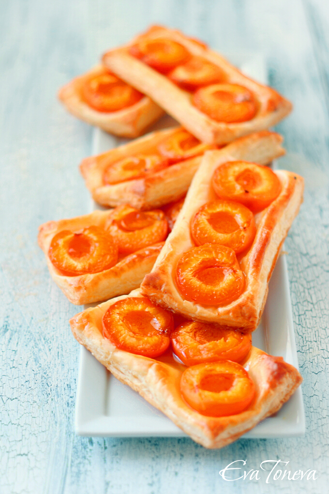 Apricot puff pastry