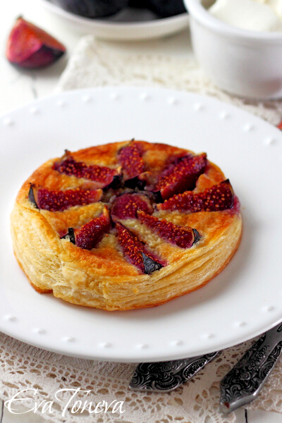 cake_with_figs_and_marzipan